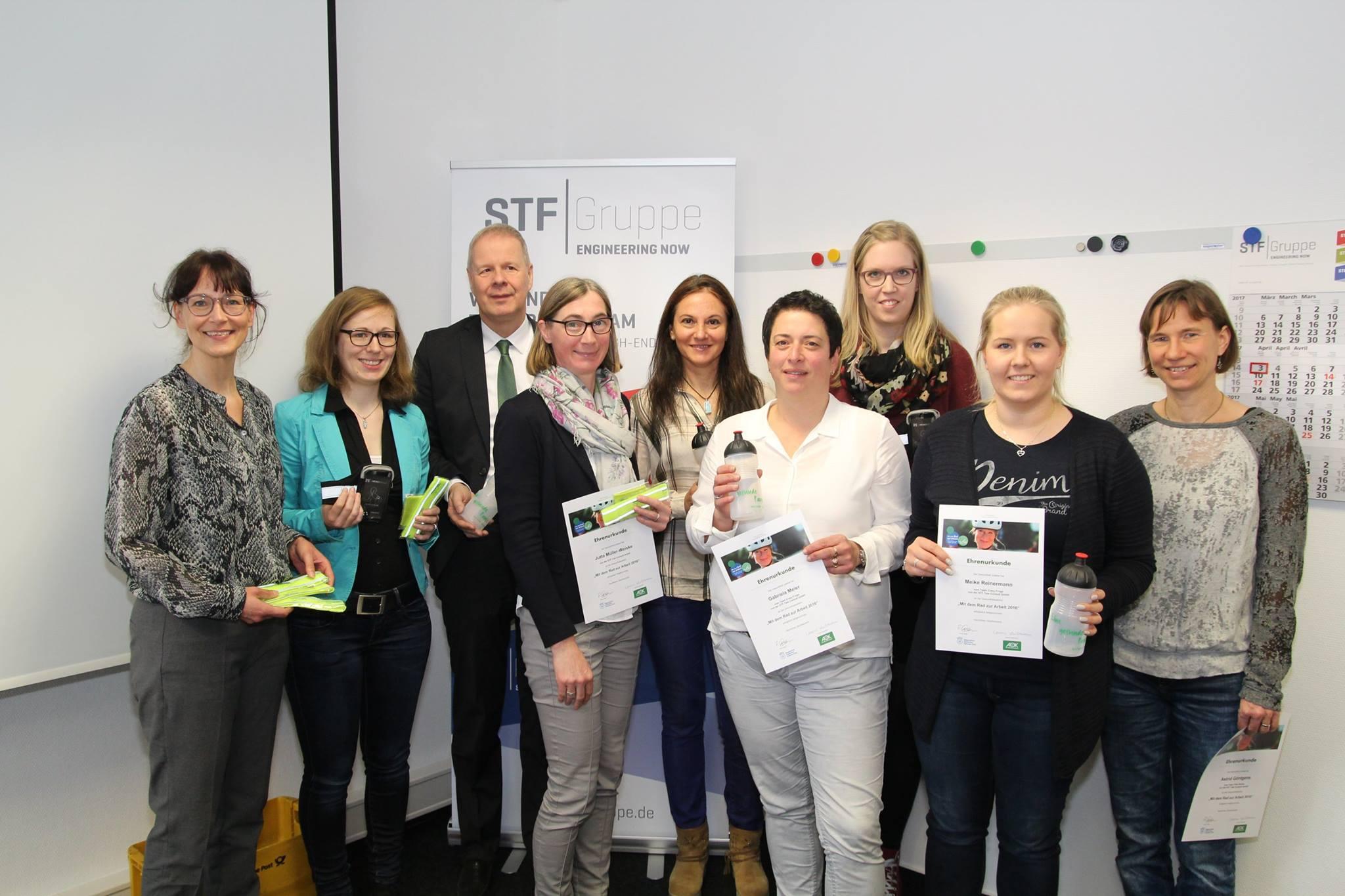 """Mitarbeiter der STF Gruppe erhalten eine Auszeichnung im Rahmen der Aktion """"Mit dem Rad zur Arbeit"""""""